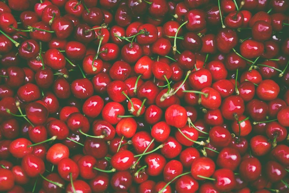 Alimentos-de-temporada-primavera-verano-cerezas
