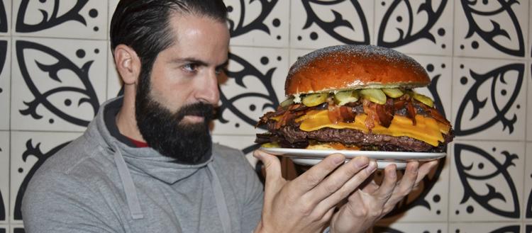Joe Burgerchallenge, Campeón De La Primera Burger Challenge De Mediterránea De Hamburguesas