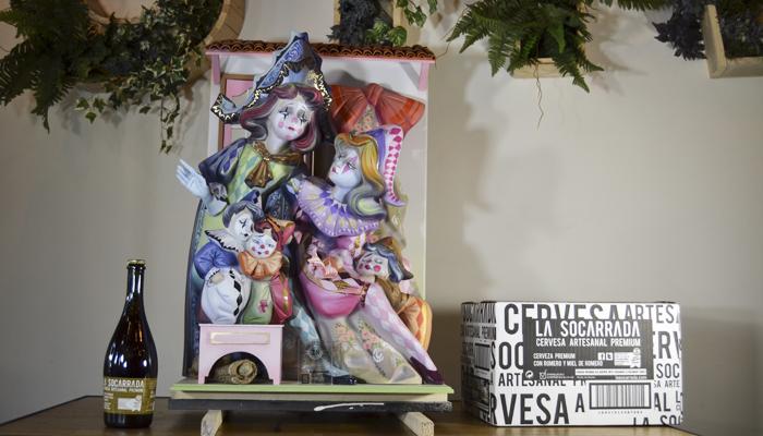 El escultor Manolo Rubio presenta su ninot infantil para la exposición de las fallas 2016  en Sra MaltWorth