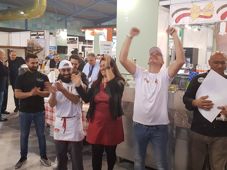 Marco Bianchi celebra la victoria